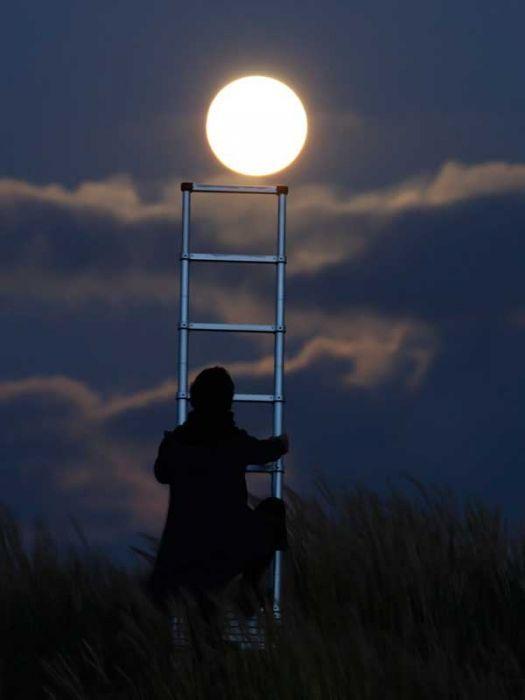 هنر عکاسي: هنر نمایی عکاس با ماه